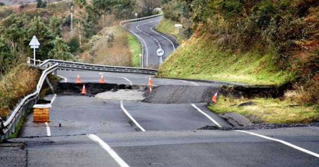 Земетресения, цунами, наводнения, свлачища и лавини - това са страшните