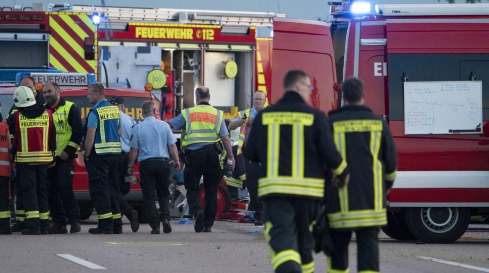 Един загинал и над 60 ранени при автобусна катастрофа в Германия