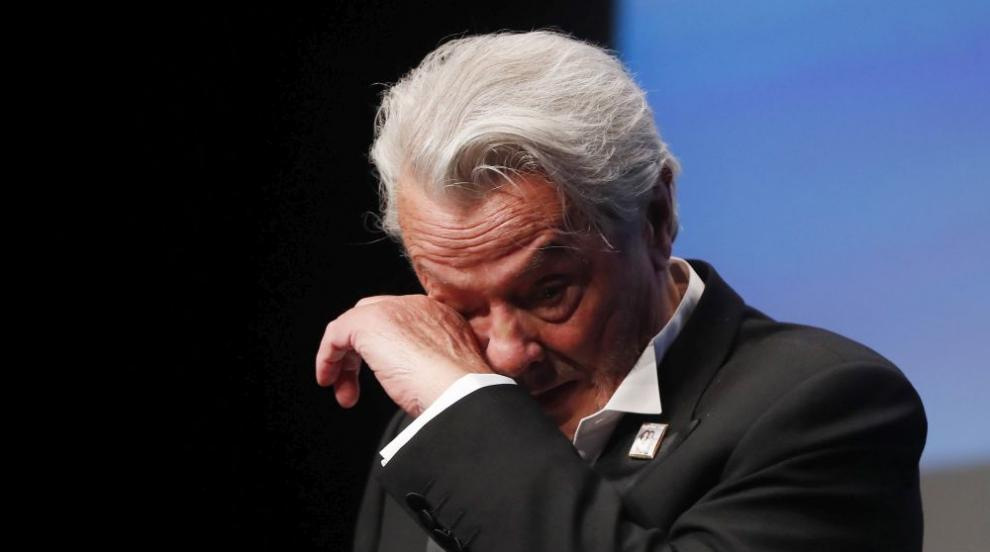 """Ален Делон се просълзи, докато получаваше почетна """"Златна палма"""" (ВИДЕО)"""