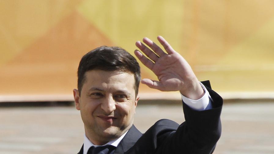 Зеленски разпуска парламента, свиква предсрочни избори