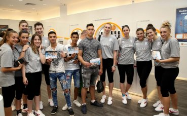 Волейболните националки зарадваха фенове в Русе със снимки и автографи