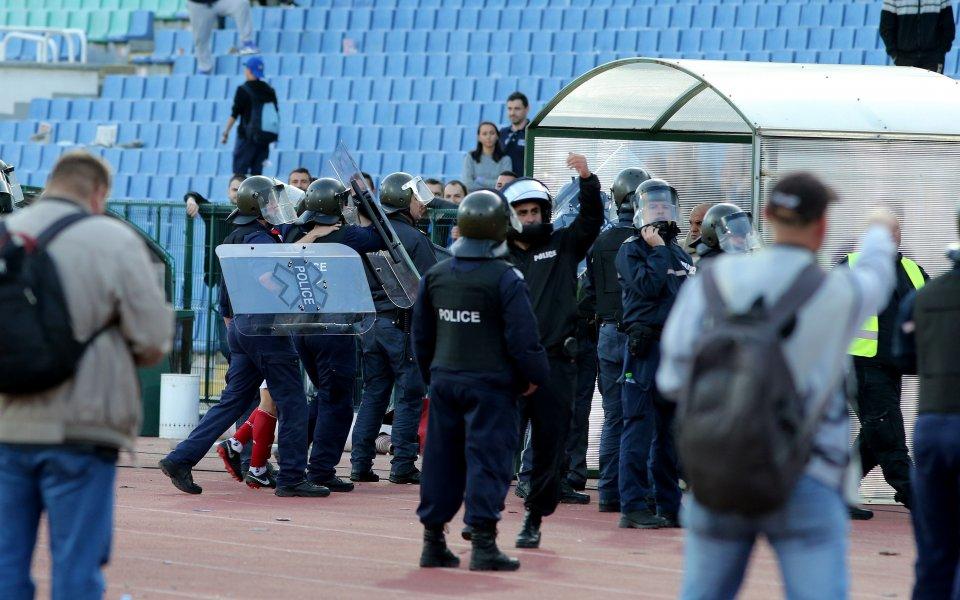 Без сериозни инциденти премина футболната среща между Левски и ЦСКАна