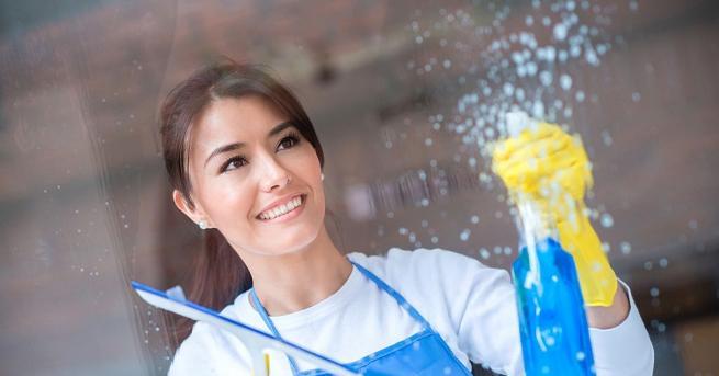 Миенето на прозорци е трудна и неблагодарна работа - почистване