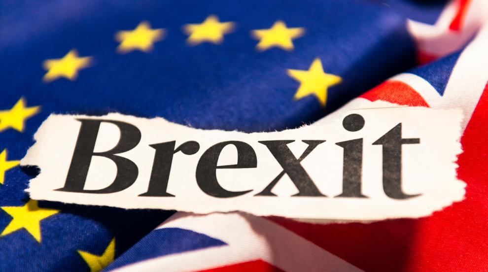 Борис Джонсън и Жан-Клод Юнкер обсъждат Брекзит на охлюви и сьомга