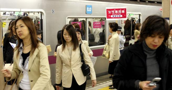 Приложение, разработено от полицията срещу опипване на дамите в метрото
