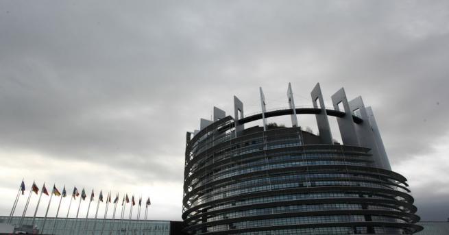 Европейският парламент споделя правомощията по отношение на бюджета и законодателството