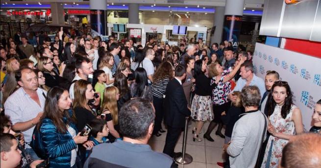 """Стотици фенове отпразнуваха дългоочаквания финал на седми сезон на """"Откраднат"""