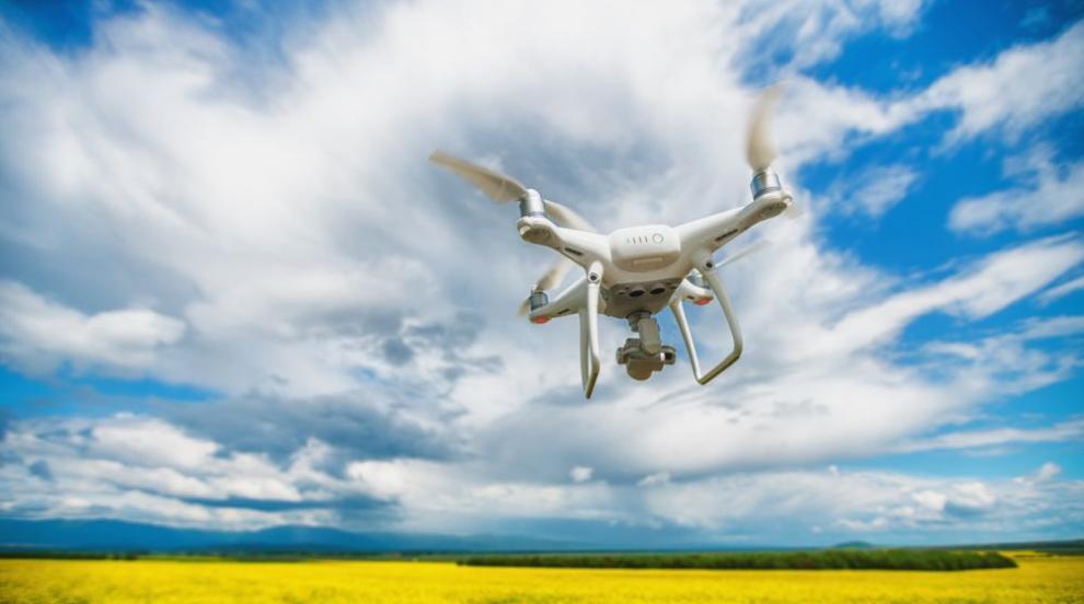 ЕК предлага по-строги правила за полетите на дронове