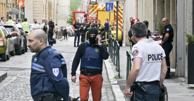 Експлозия на пешеходна улица в Лион, съобщаа АФП. Тринадесет души