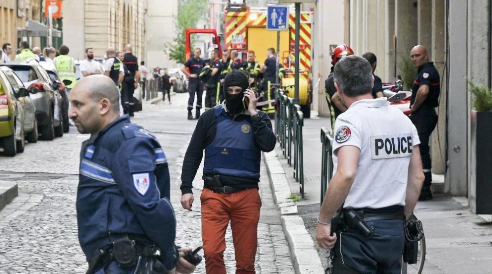 Експлозия избухна на пешеходна улица в Лион (СНИМКИ/ВИДЕО)