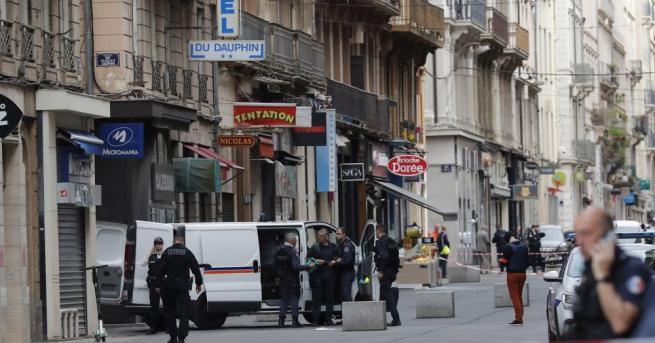 Експлозия избухна в петък вечерта на пешеходна улица в Лион.