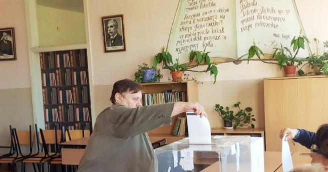 Към 9.00 ч. избирателната активност е 3.9%, според агенция Галъп