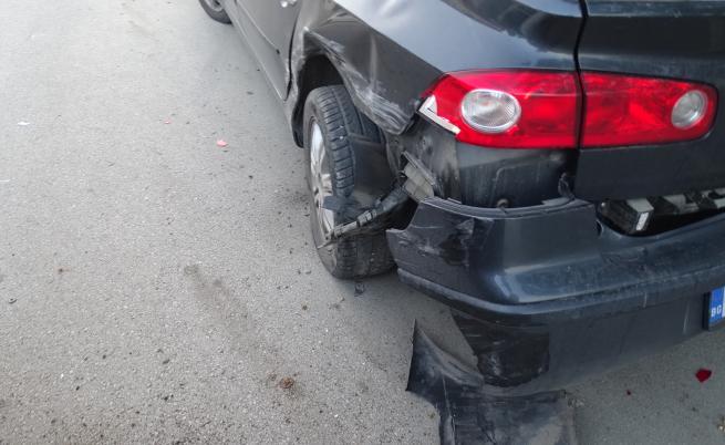 19-годишна заспа зад волана, удари две коли