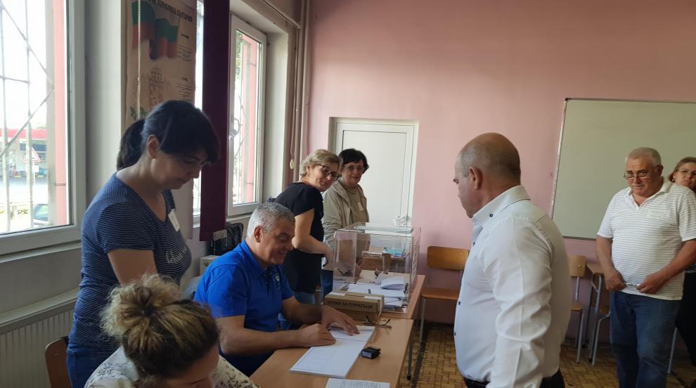 Каква е избирателната активност в страната до 13 часа?