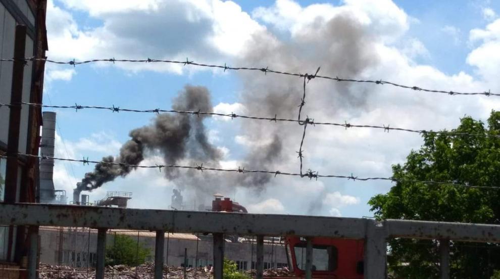 Трима пострадаха при пожар във фирма в Горно Сахране (СНИМКИ)
