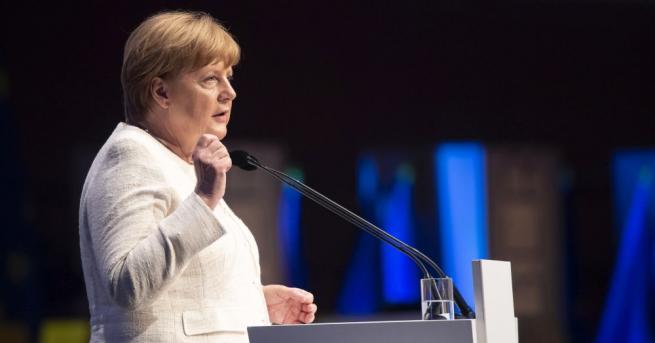 Коалицията на германския канцлер Ангела Меркел води на изборите за