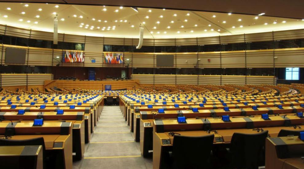 Първи прогнозни резултати: ЕНП остава първа сила в ЕП