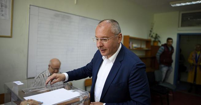 Сергей Станишев за втори път размести червената евролиста. С преференции