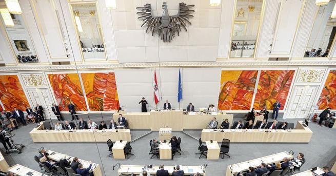 Гласуваният с мнозинство в парламента вот на недоверие срещу временното