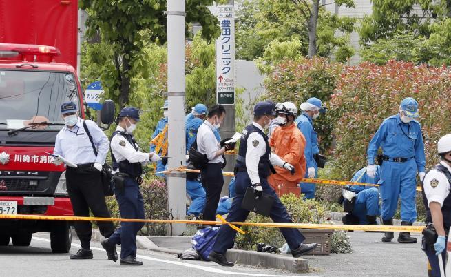 Трима убити и 19 ранени след атака с нож в Япония