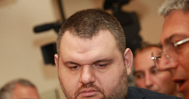 Депутатът Делян Пеевски продължава с дарителската серия не само за