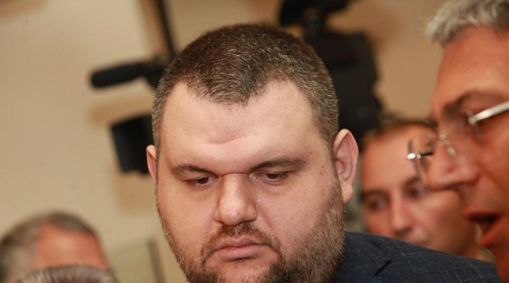 Пеевски дари 200 000 лв. за медиците от ВМА, които се...