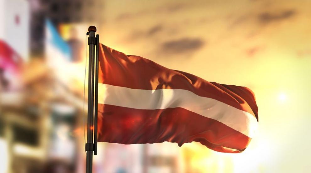 Латвия въвежда задължителна регистрация на посетителите от чужбина