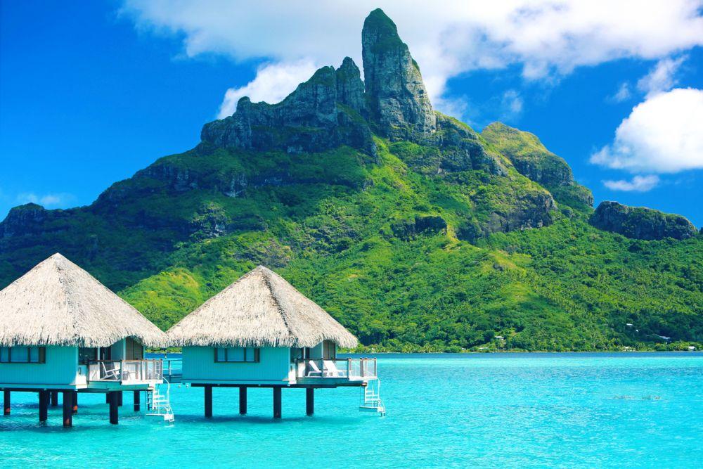 Спокойният Таити предлага по малко от всичко. Тази островна държава във Френска Полинезия е дом на невероятни плажове, зашеметяващи природни чудеса като водопади и интересни музеи, от които посетителите могат да научат историята на Таити.