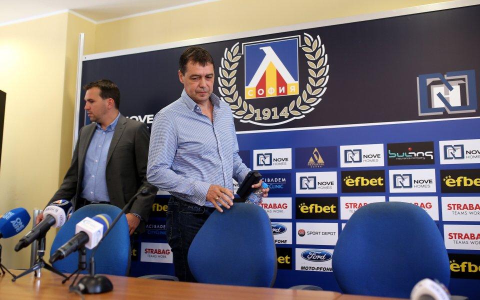 Хубчев дава брифинг преди лагера на Левски в Добринище