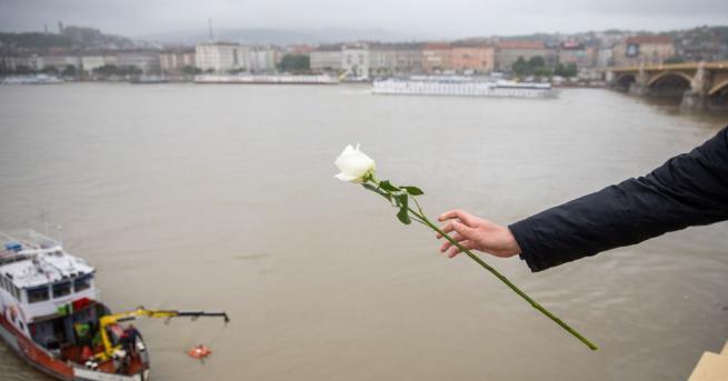 Полицията в Унгария каза, че капитанът на кораба за речен