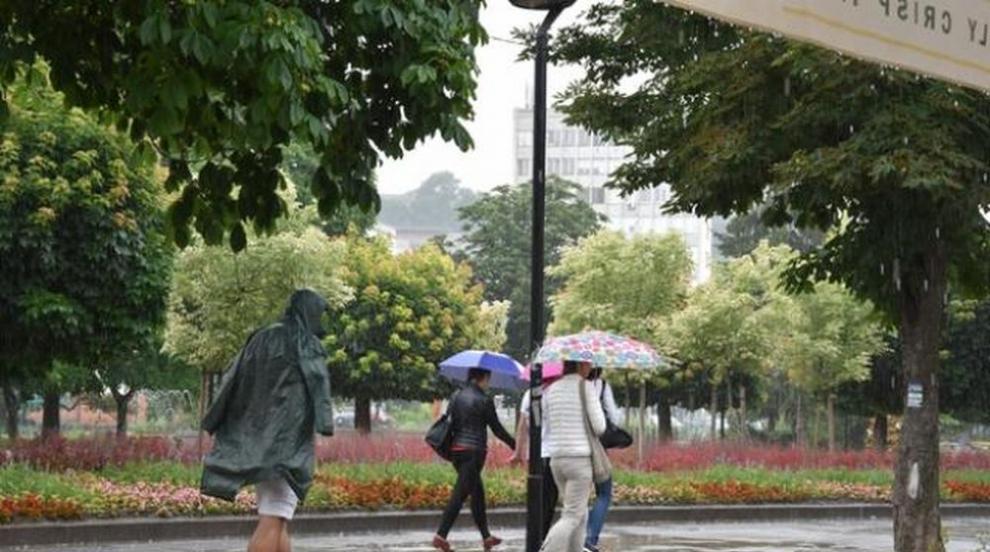 Предстоят още валежи, но и високи температури в сряда