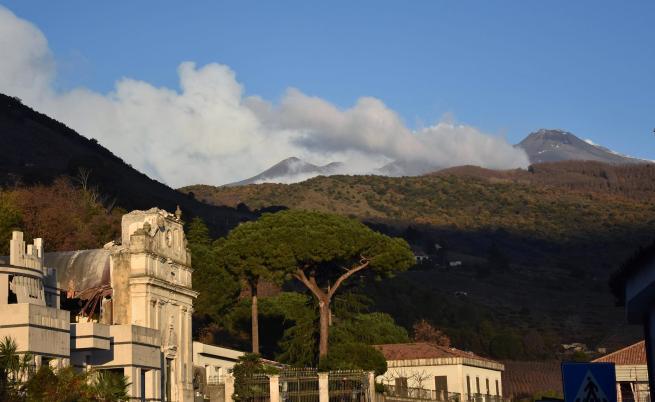 Вулканът Етна отново изригна