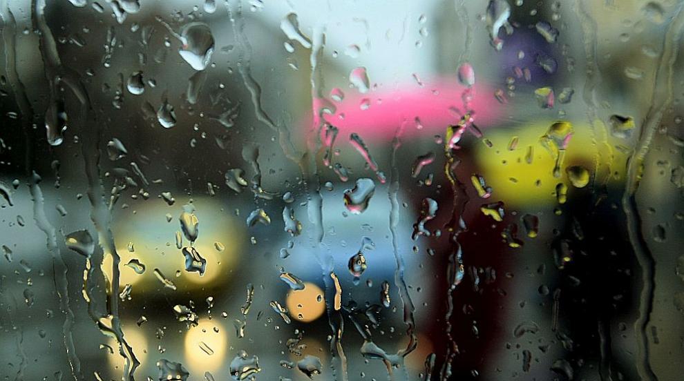 Проливни дъждове заляха страната - къде валя най-много? (ОБЗОР)