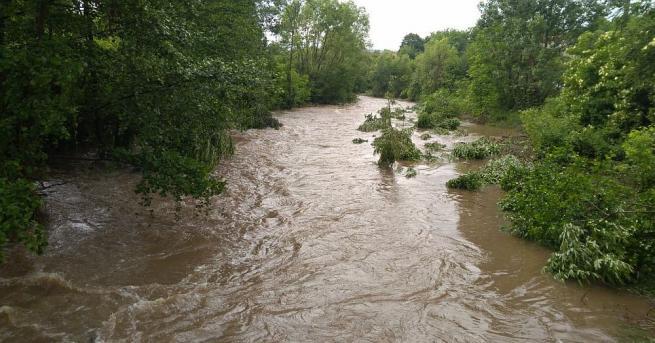 Валежи и оттичане ще повишават нивата на реките, съобщиха от