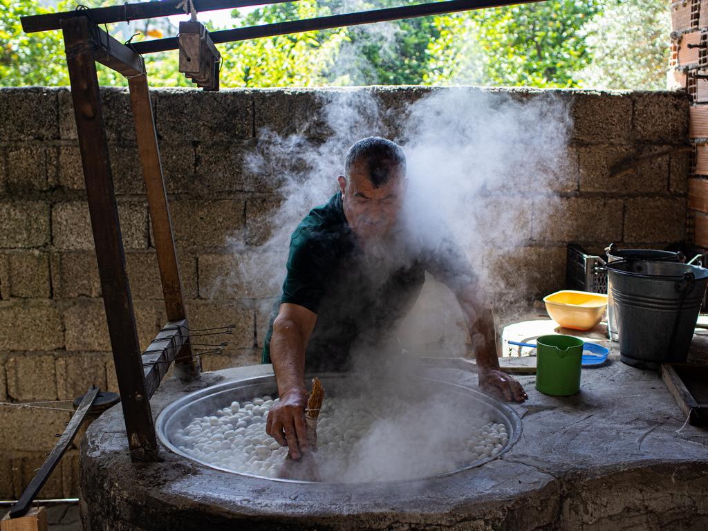 Само няколко семейни предприятия продължават да работят по традиционни методи в провинция Хатай, Турция.