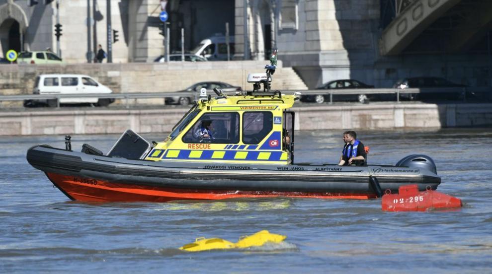 Извадиха тяло от Дунав на 100 км от мястото, където потъна туристическо...