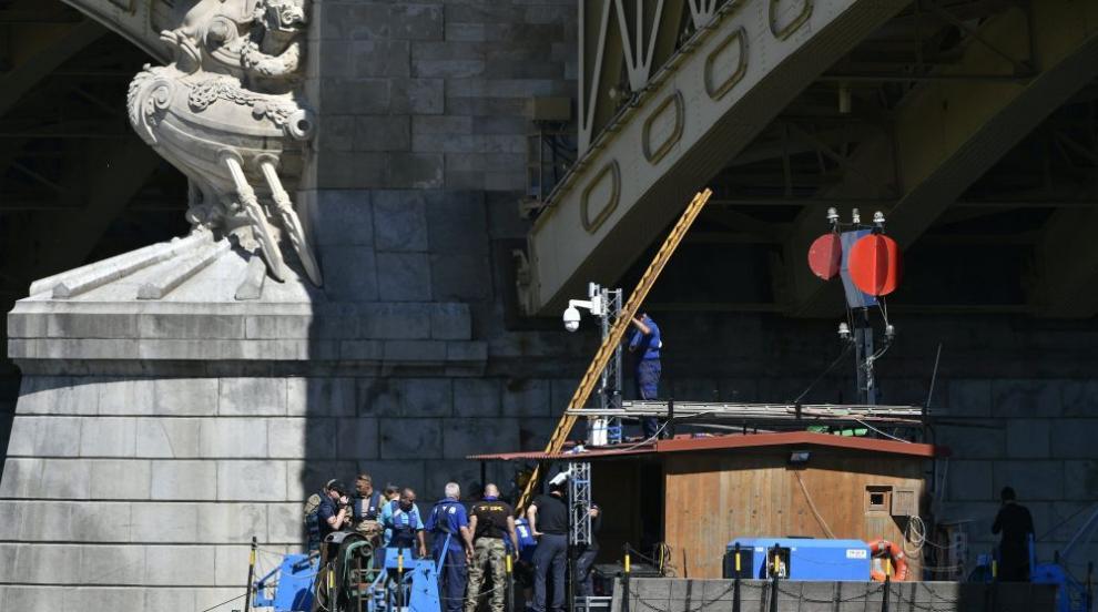 Расте броят на жертвите след преобръщането на корабче в Будапеща