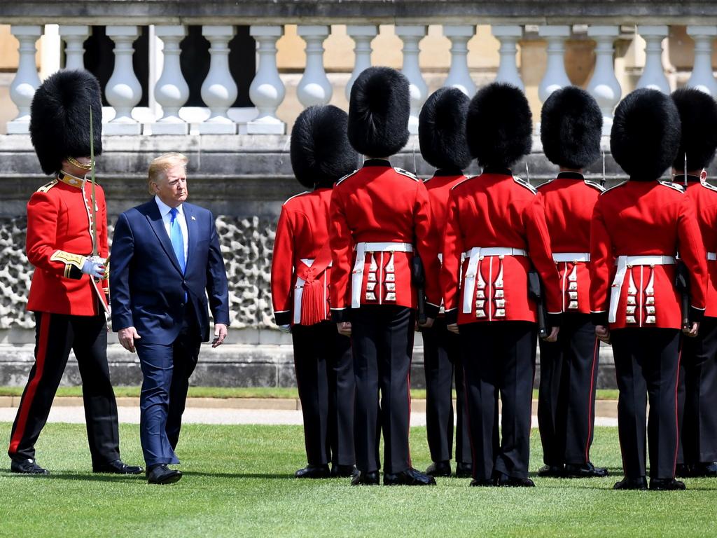Доналд Тръмп ще вземе участие в няколко държавни събития по време на тридневното си посещение, включително официален банкет, организиран от кралица Елизабет II в негова чест днес.