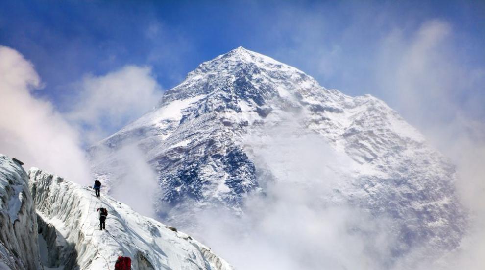 Събраха 11 тона боклук от връх Еверест (СНИМКИ)