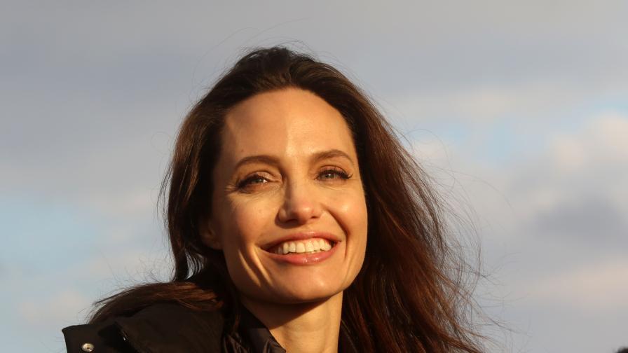 "<p><strong><span style=""color:#ffbc00;"">Жена на всички времена</span></strong> &ndash; Анджелина Джоли на 44г.</p>"