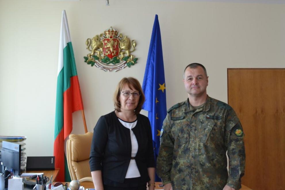 a34cbe7542e Кметът на Казанлък се срещна с новия командир на 61 Стрямска механизирана  бригада (СНИМКИ)