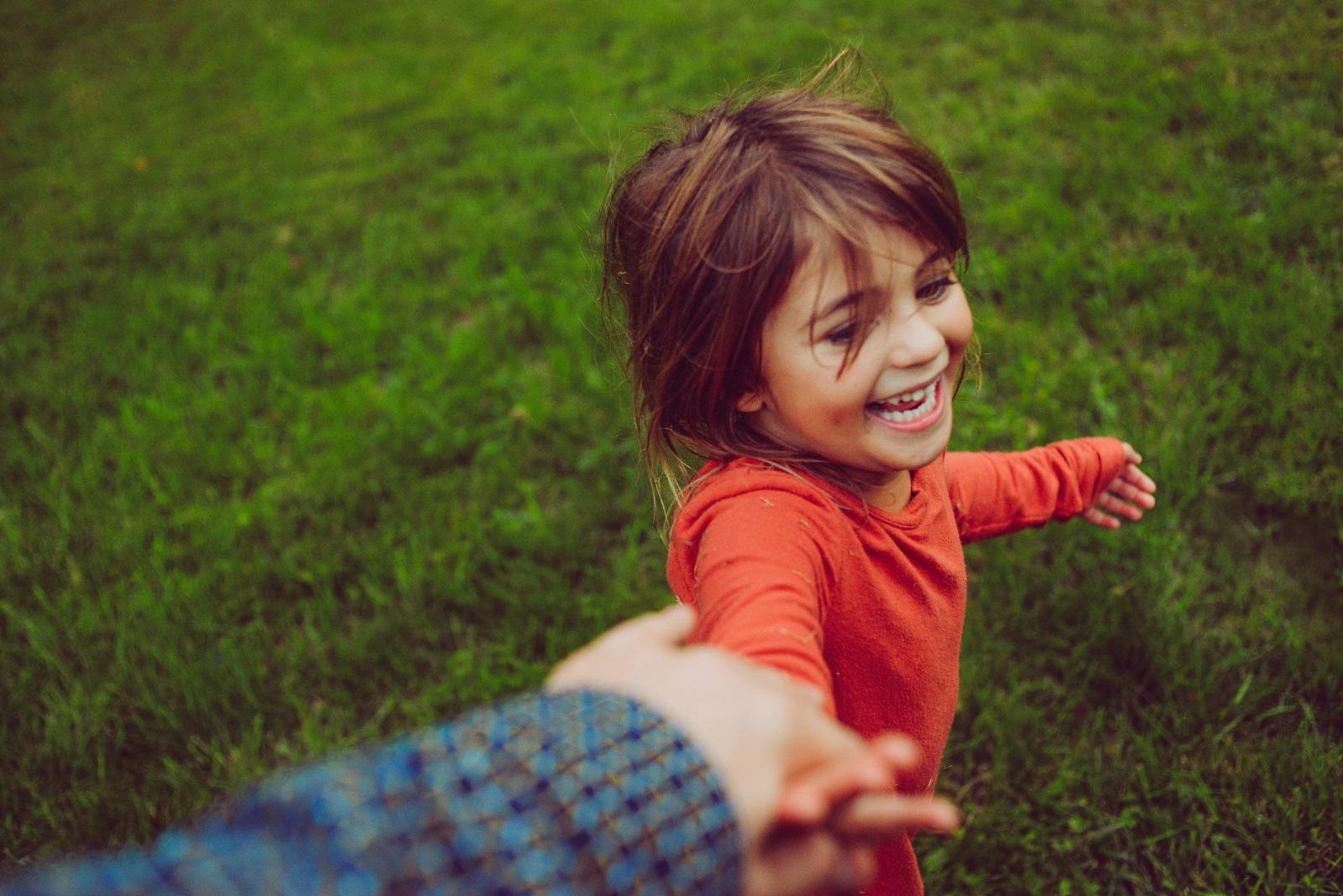 Детето Близнаци<br /> За него промяната е равна на живот! Няма нищо по-хубаво от социализирането в детската градина, на площадката и навсякъде, където има разнообразни хора и случки. Вербалното общуване, четенето и усвояването на нова информация са ключови за този знак. Всяко дете има собствен ход на развитие и порастване – все пак, не забравяйте да четете детски книги, да разказвате истории...и да отговаряте на всякакви въпроси!