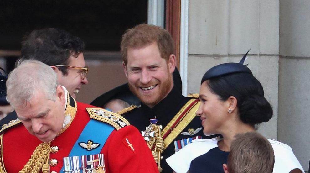 Принц Хари със забележка към Меган на балкона на Бъкингам? (ВИДЕО)