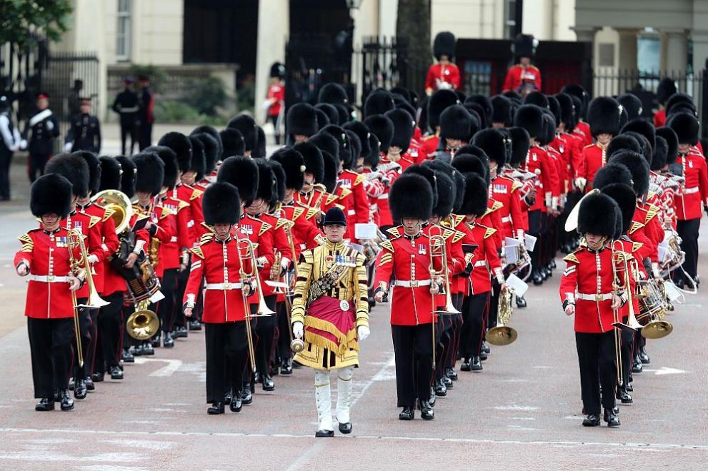 Военен парад в чест на кралица Елизабет Втора