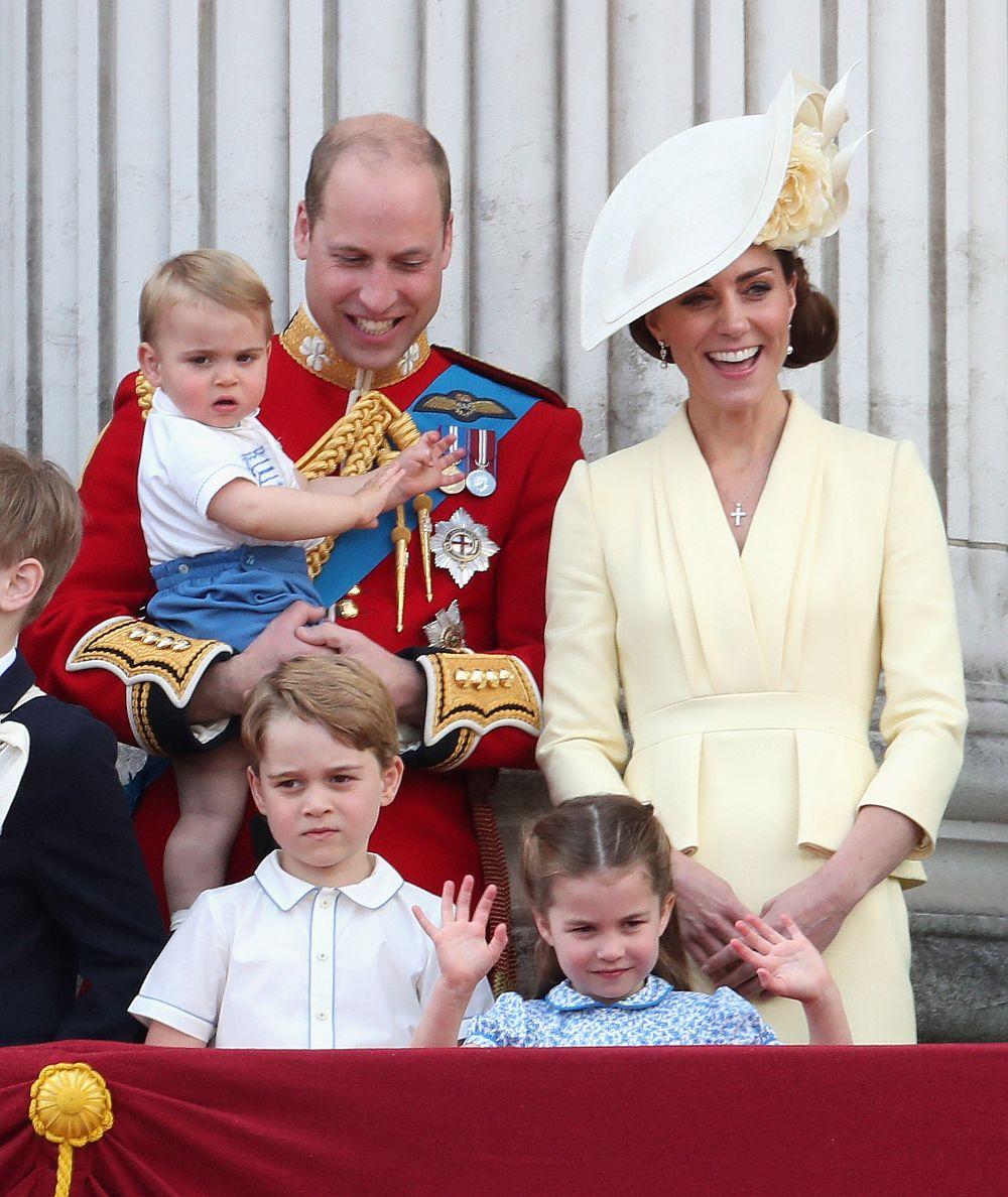 Принц Уилям и Кейт заедно с трите си очарователни деца