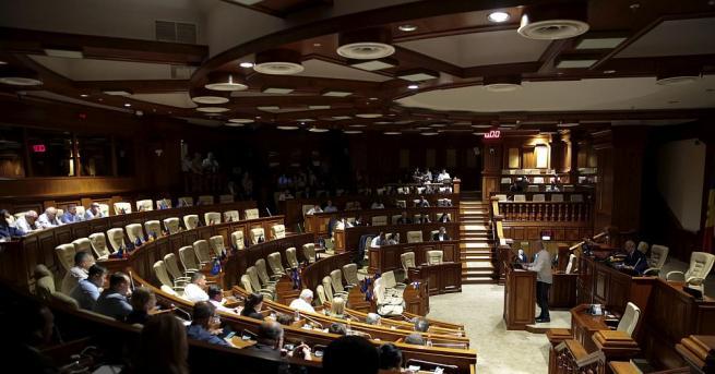 Конституционният съд на Молдова на заседание временно отстрани от длъжност