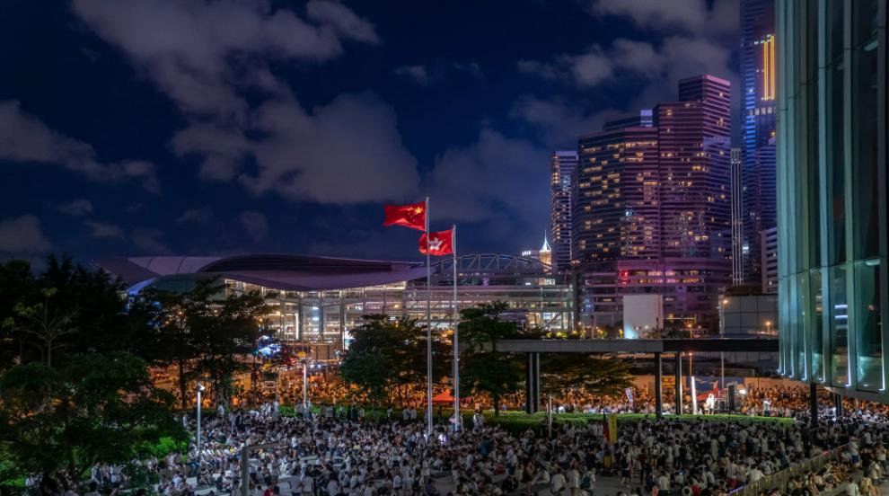 Правителственият комплекс в Хонконг възобнови работа
