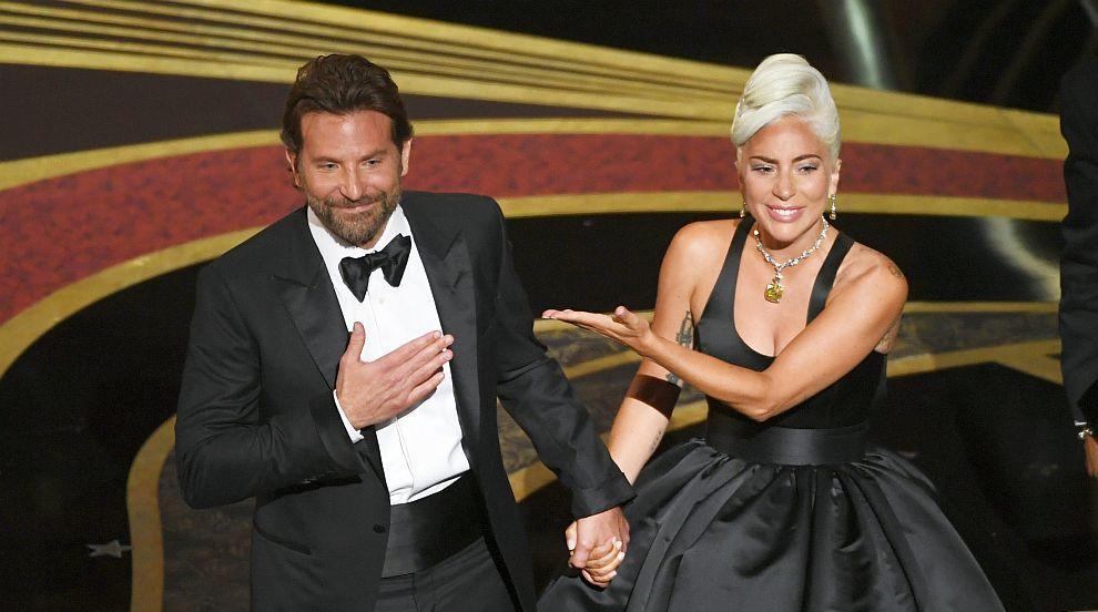 Лейди Гага отрече да има връзка с Брадли Купър
