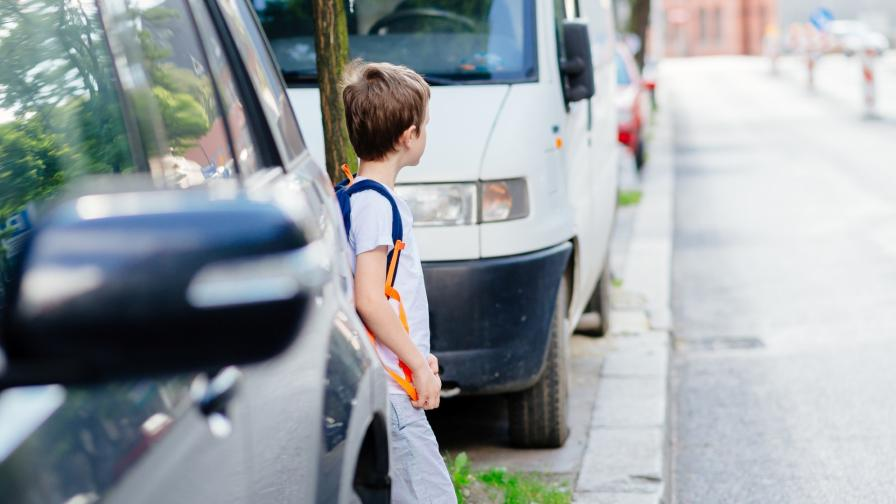 <p>Внимание! Опасна детска игра по улиците в страната</p>