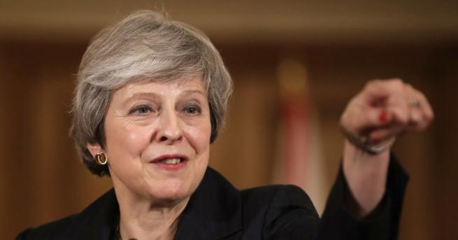 Британската премиерка Тереза Мей каза, че възнамерява да остане депутат